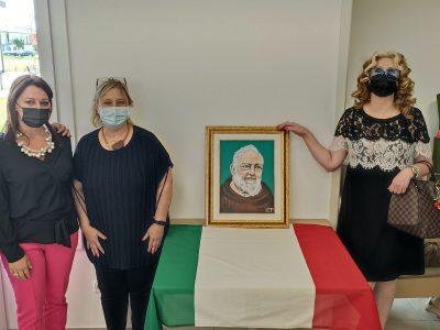Donato un quadro per allietare gli ospiti del Centro Anziani San Nicolò a Porto Tolle